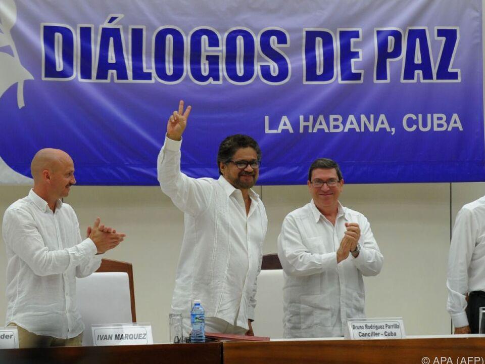 Die Vertragsunterzeichnung wurde im kolumbianischen Fernsehen übertragen