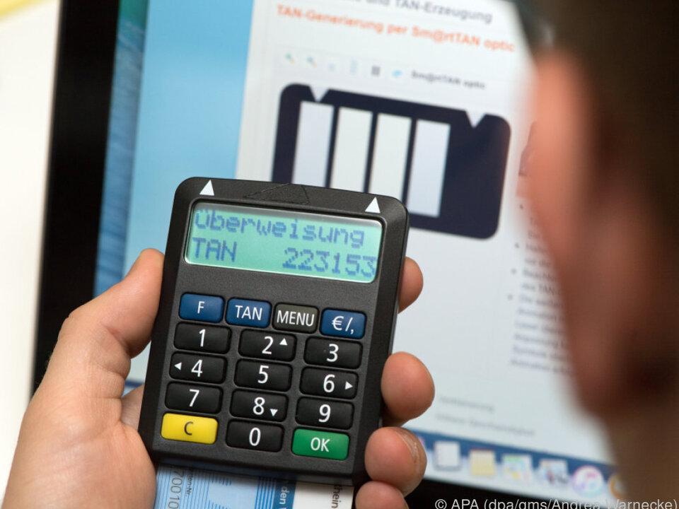 Beim SmartTAN-Verfahren braucht man auch Bankkarte und TAN-Generator