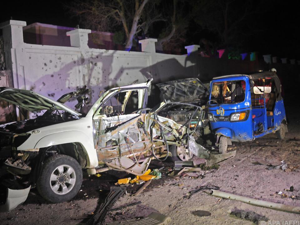 Eine Autobombe explodierte, dann wurde geschossen
