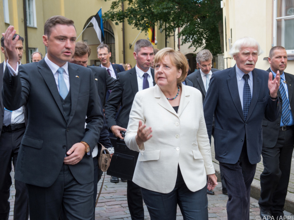 Estlands Premier Taavi Roivas empfing Angela Merkel