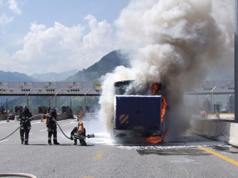 ff-sterzing-reisebus-feuer