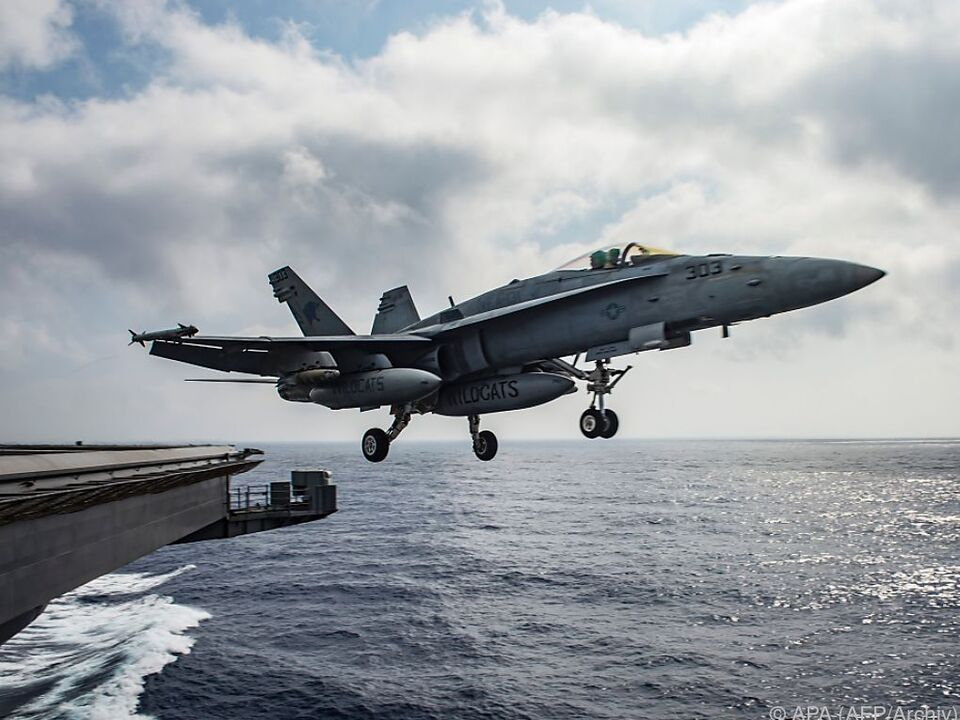 flugzeug US-Luftwaffe greift in Libyen ein