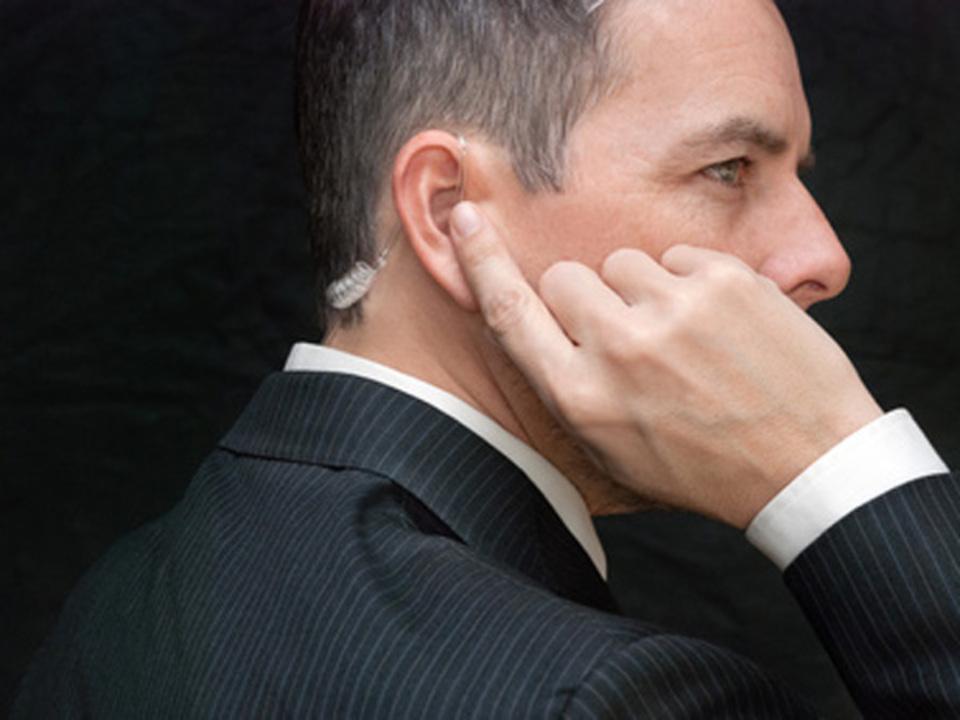 fotolia.de-David-Stuart-bodyguard-security-leibwaechter-anzug