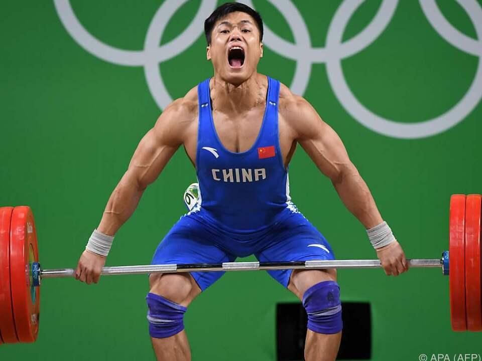 Für den Olympiasieg war der Chinese um 640 Gramm zu schwer