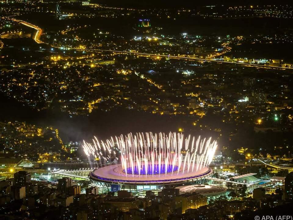 Für die Eröffnungsfeier wird das Feuerwerk getestet