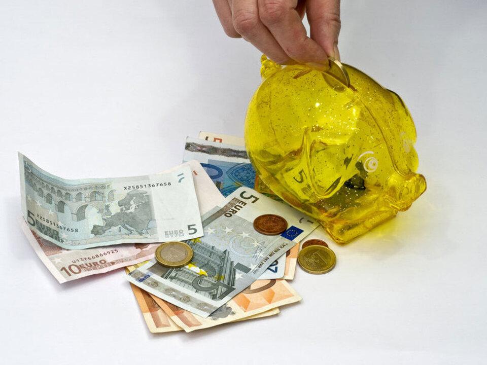 geld_finanzen_sparen_sparschwein_caritas_05