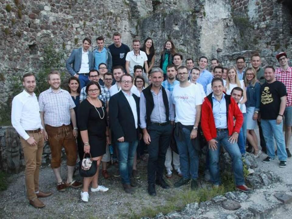 Gruppenfoto junge Alpenregion-Junge Generation