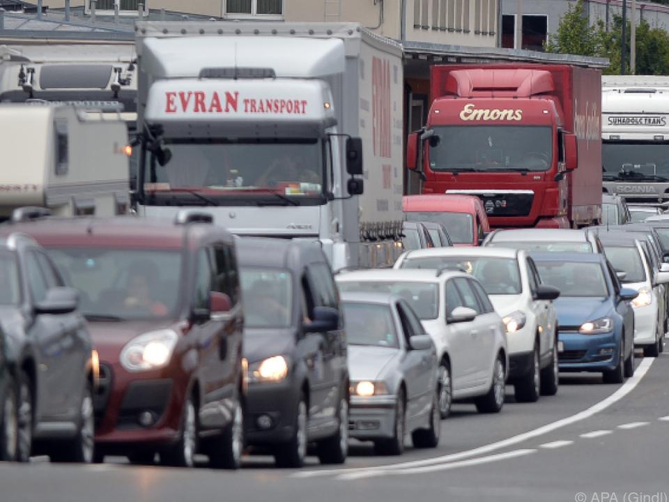 In Salzburg standen die Kolonnen bis zur Autobahn stau