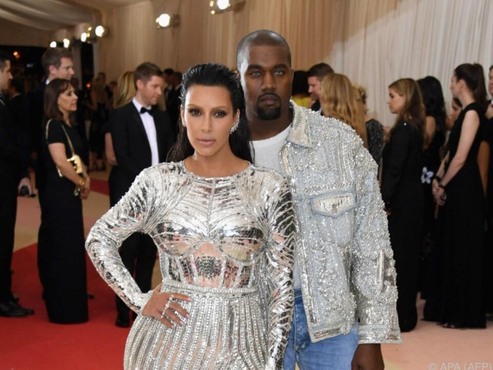 Kanye West steht auf die Kurven seiner Frau