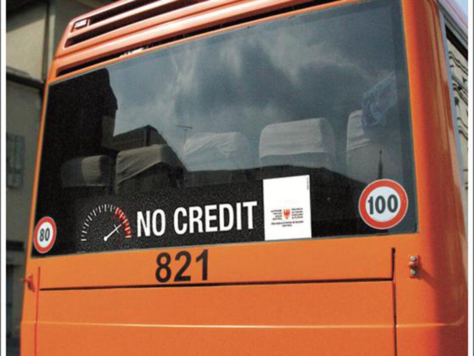 lpa-no-credit-busplakat
