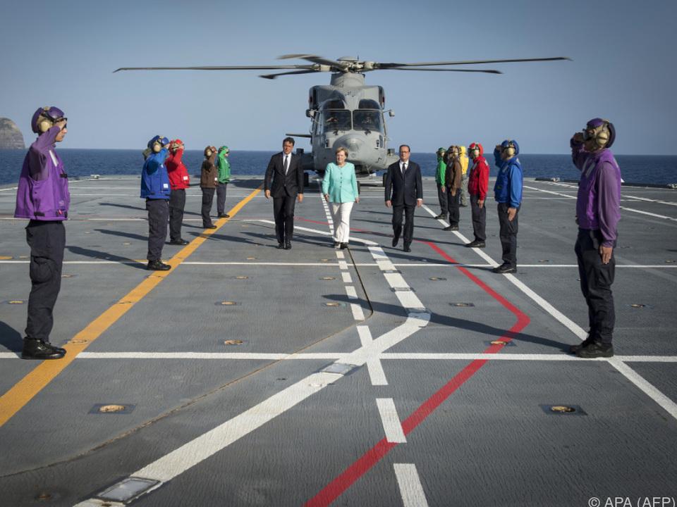 Medientermin der drei Regierungschefs auf einem Flugzeugträger
