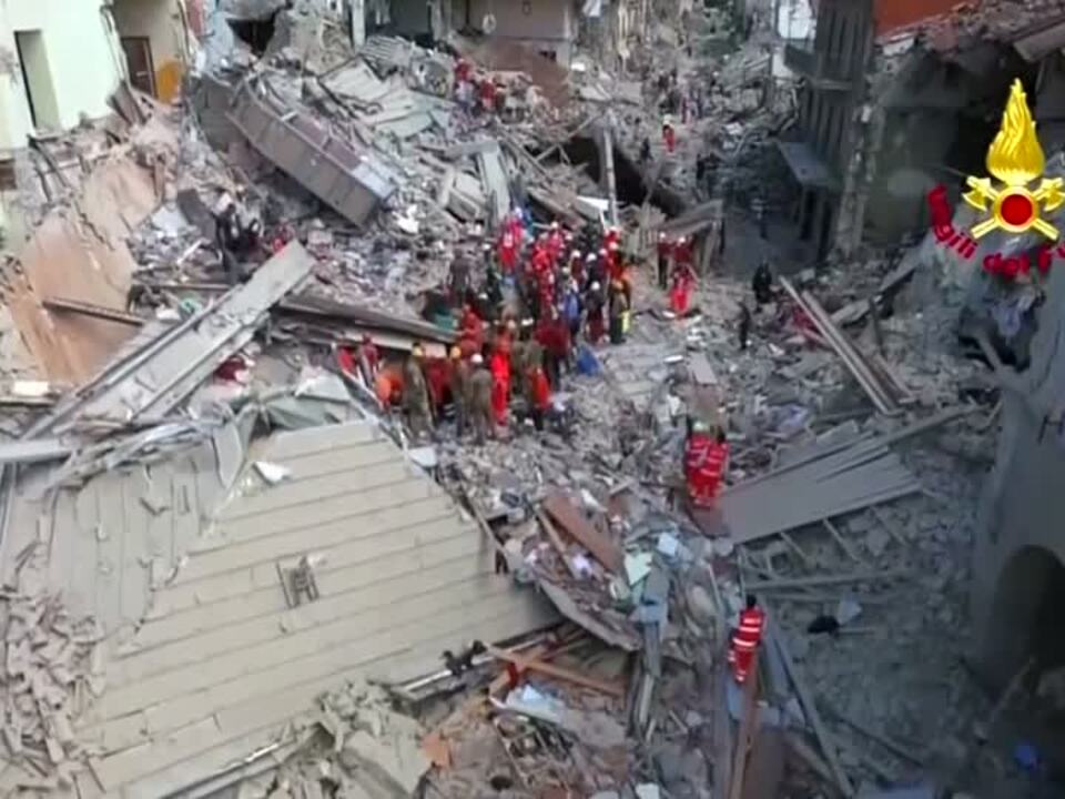 Mindestens 120 Tote bei Erdbeben in Mittelitalien