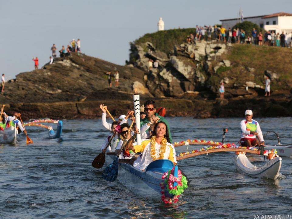 Mit dem Ruderboot kam die Fackel nach Rio