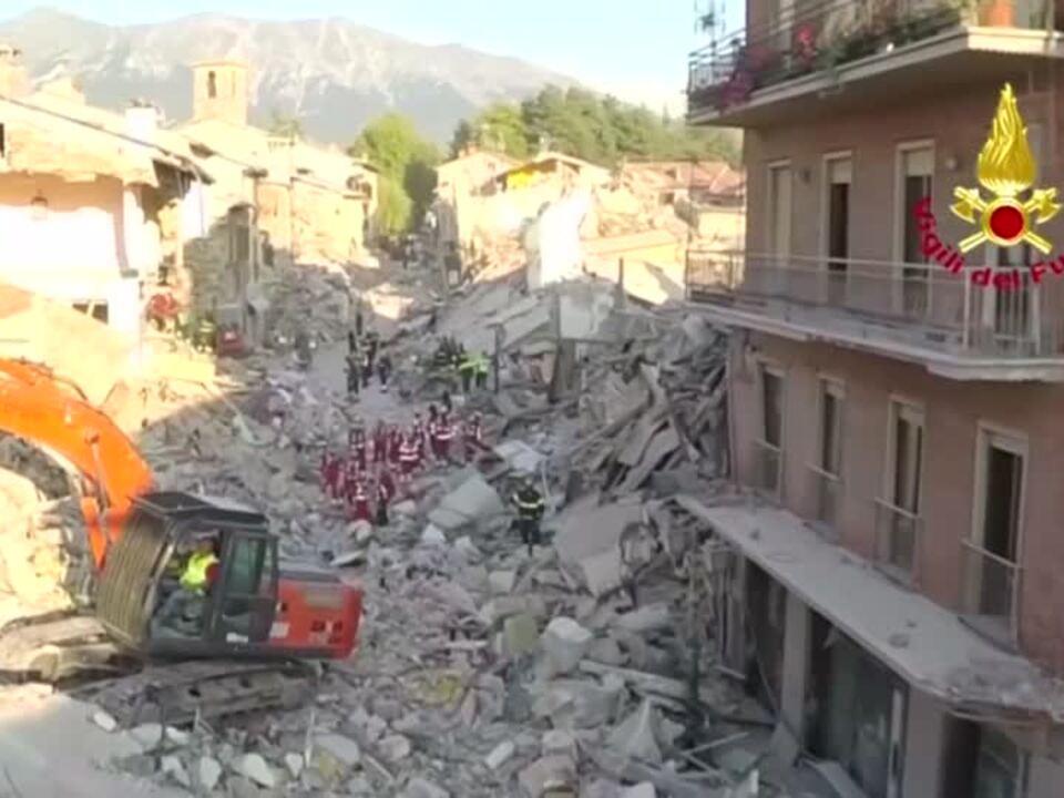 Neue Drohnenaufnahmen vom völlig zerstörten Amatrice