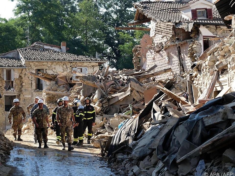 Nur Rettungskräfte dürfen in die zerstörte Kleinstadt Amatrice