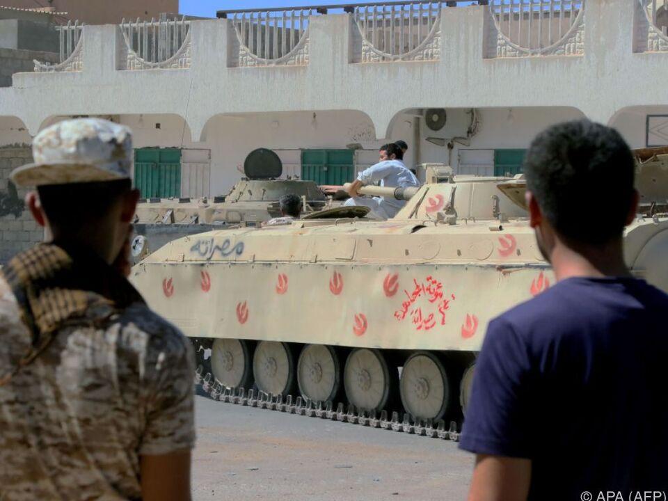 Panzer rücken gegen IS-Stellungen in Sirte vor