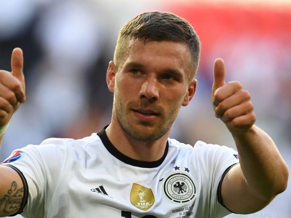 Podolski leiht einem frechen Stachelschwein seine Stimme