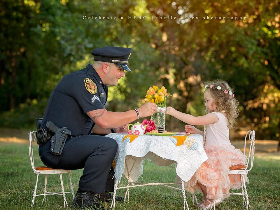 polizist-tee party-held-facebook-Chelle Cates Photography