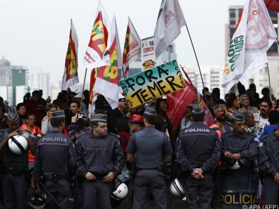Rousseffs Unterstützer protestierten