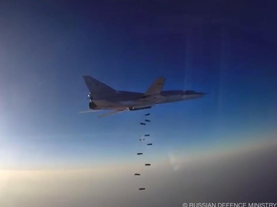 Russische Bomber des Typs Tu-22M3 fliegen die Angriffe