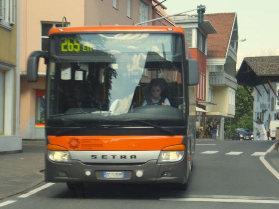 sad_bus_naturns_stn