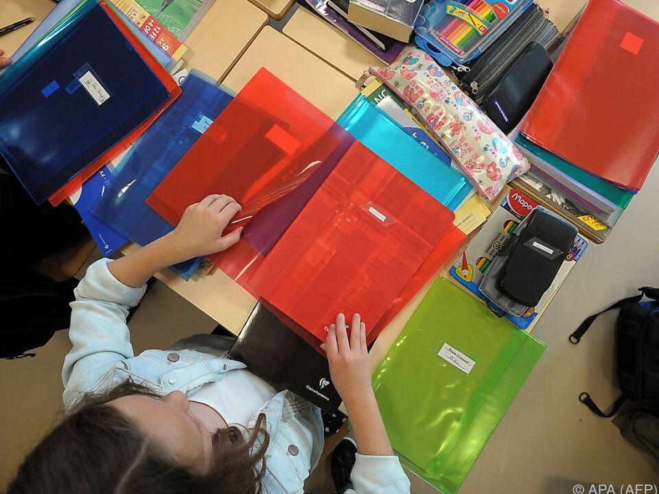 schüler schule lernen schreiben Schulen wird besondere Aufmerksamkeit gewidmet
