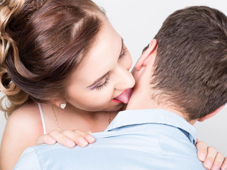 knutschen paar sex knutschfleck zunge liebe verliebt