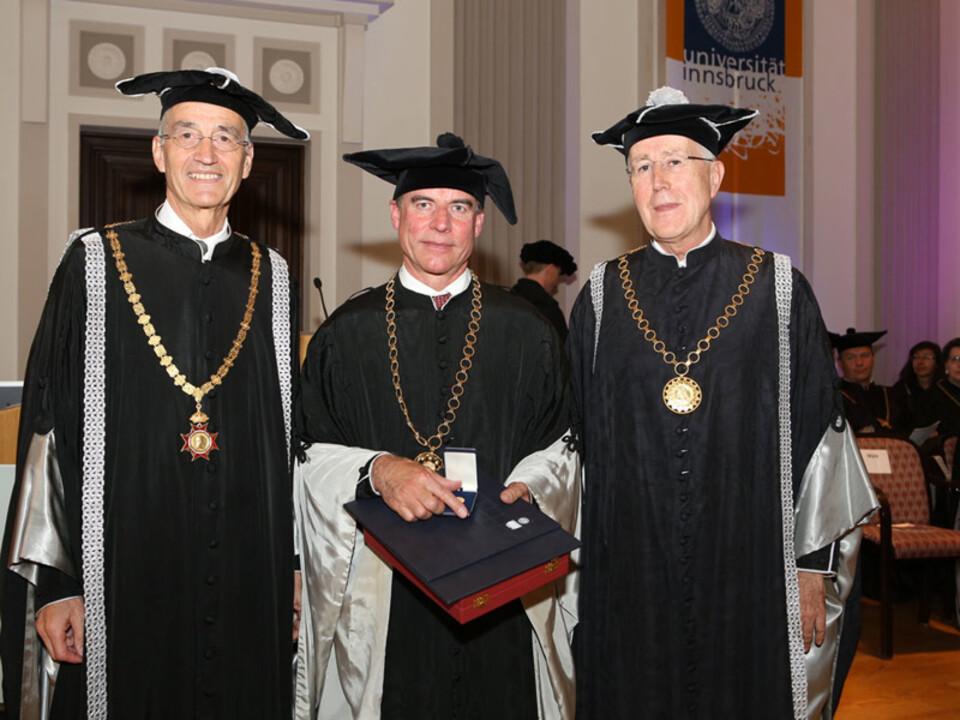 unibz-Rektor_Tilmann-Ma__776_rk_Ehrensenator_Konrad-Bergmeister_Laudator_Roland-Psenner
