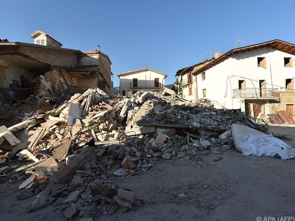 Unter den Trümmern werden noch Personen vermutet
