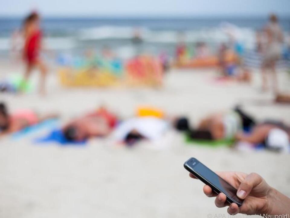 urlaub handy telefon Wer sein Smartphone im Urlaub nutzt, sollte auf einige Dinge achten