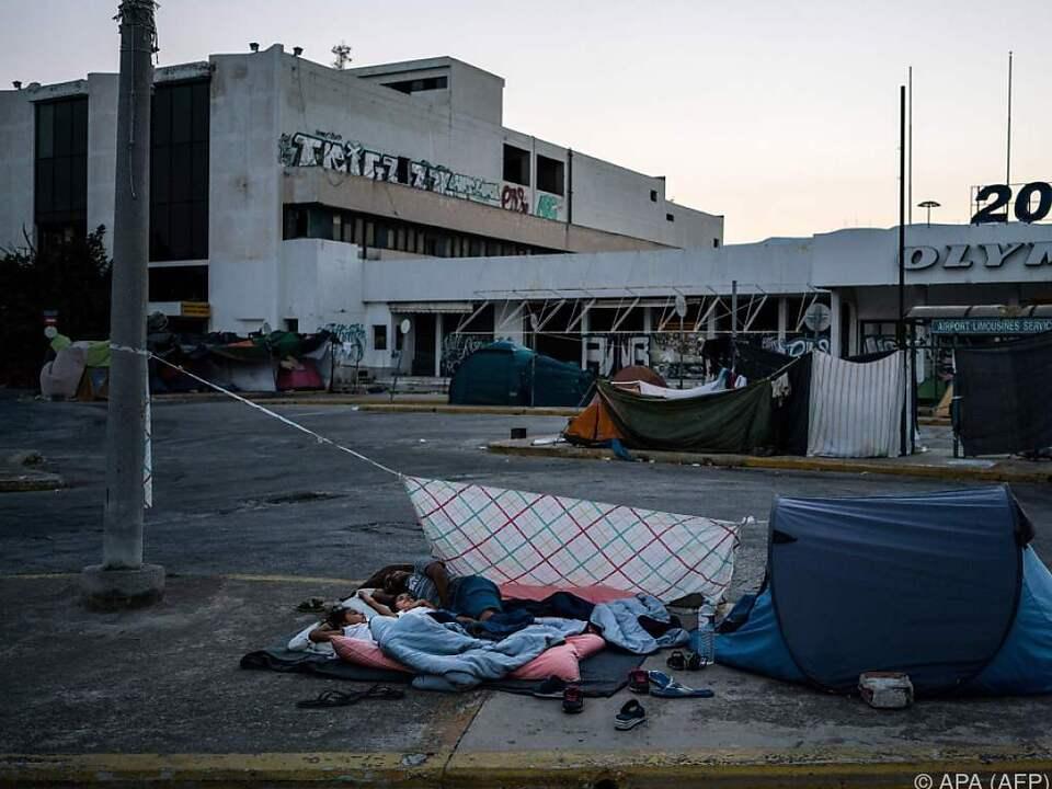 Zigtausend Migranten sind in Griechenland \