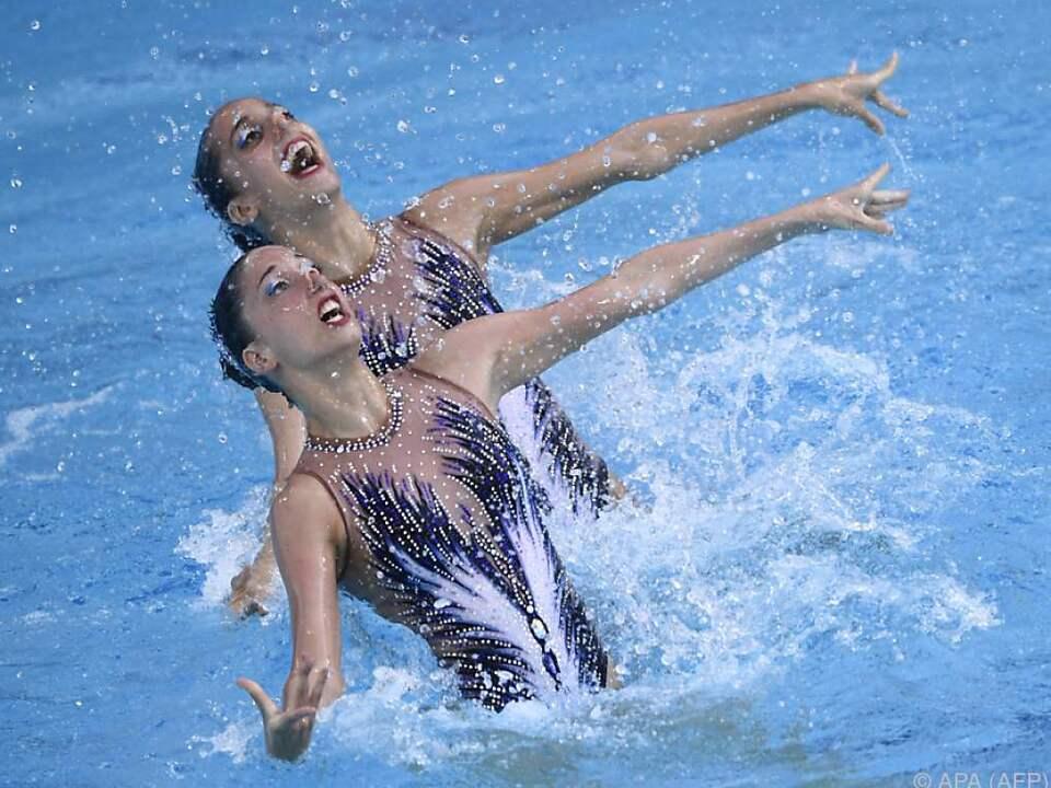 Zwei Drillingschwestern performten zu Schwanensee
