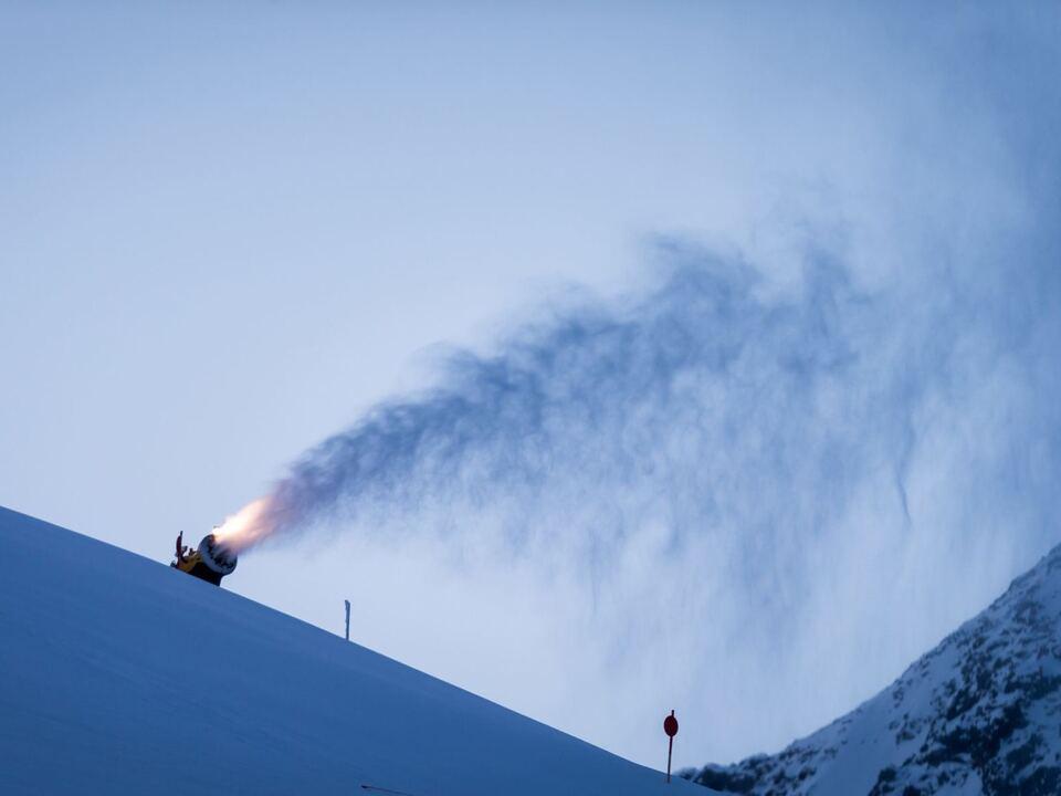 skipiste skifahren schnee schneekanone
