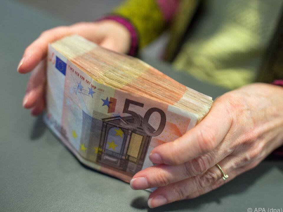 geld bar 81 Prozent der Käufe werden in bar bezahlt
