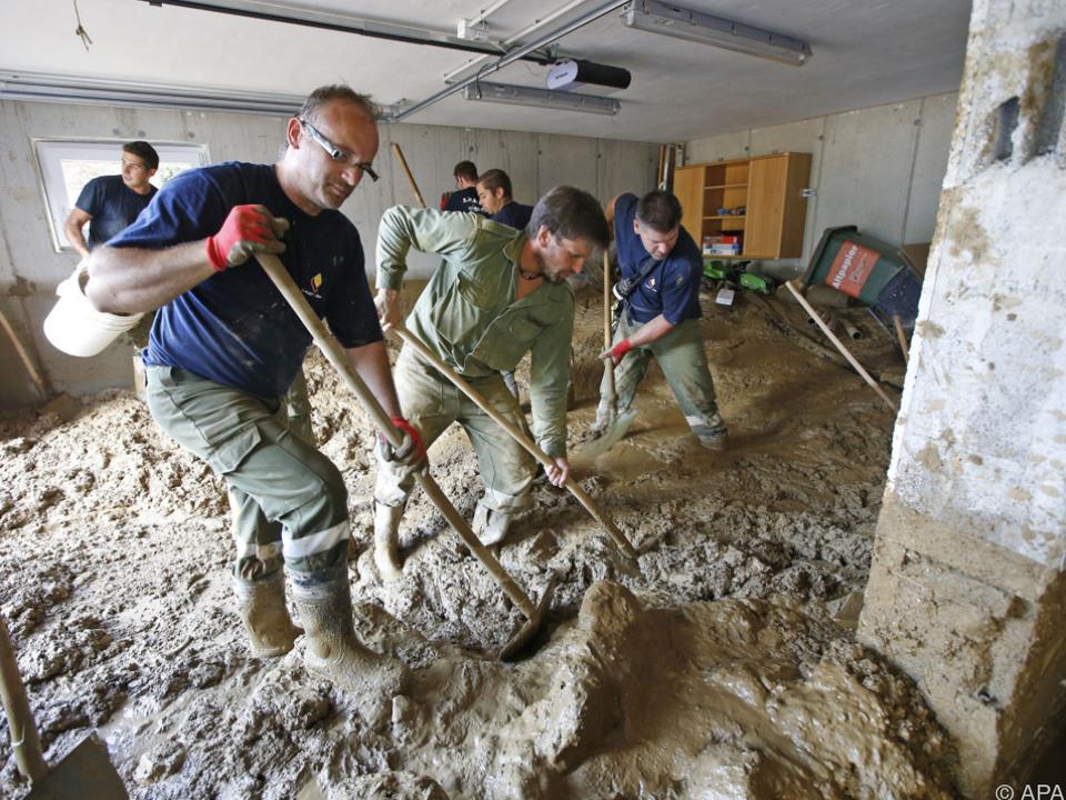 Aufräumarbeiten nach Murenabgängen in Afritz
