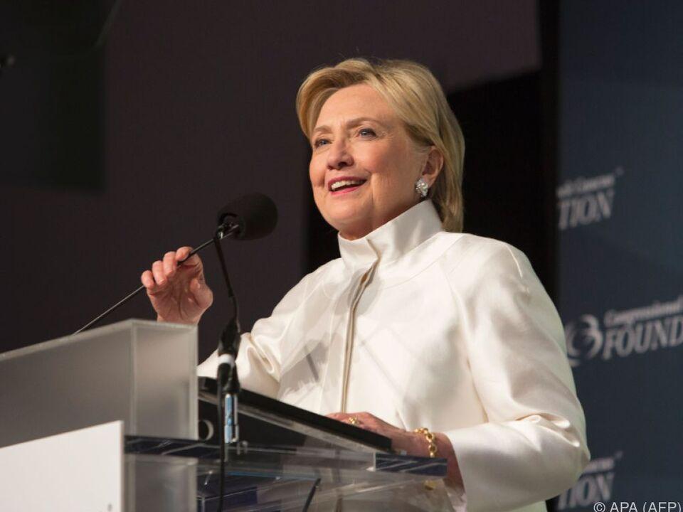 Clinton stellt sich allem - selbst Komikern