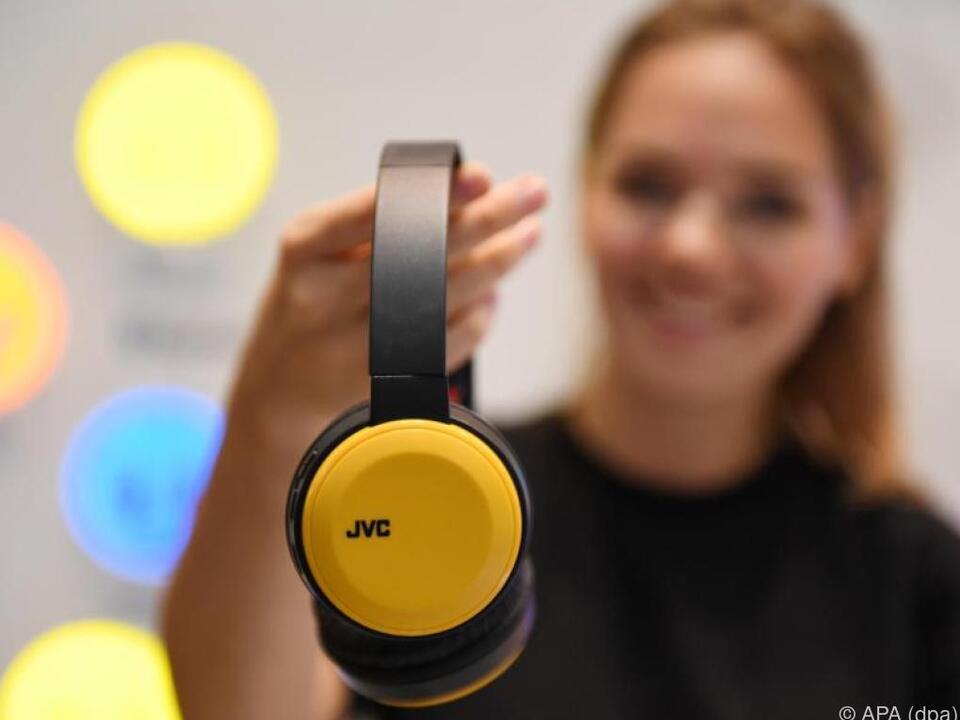 Der kabellose HA-S30BT von JVC spielt bis zu 17 Stunden lang Musik