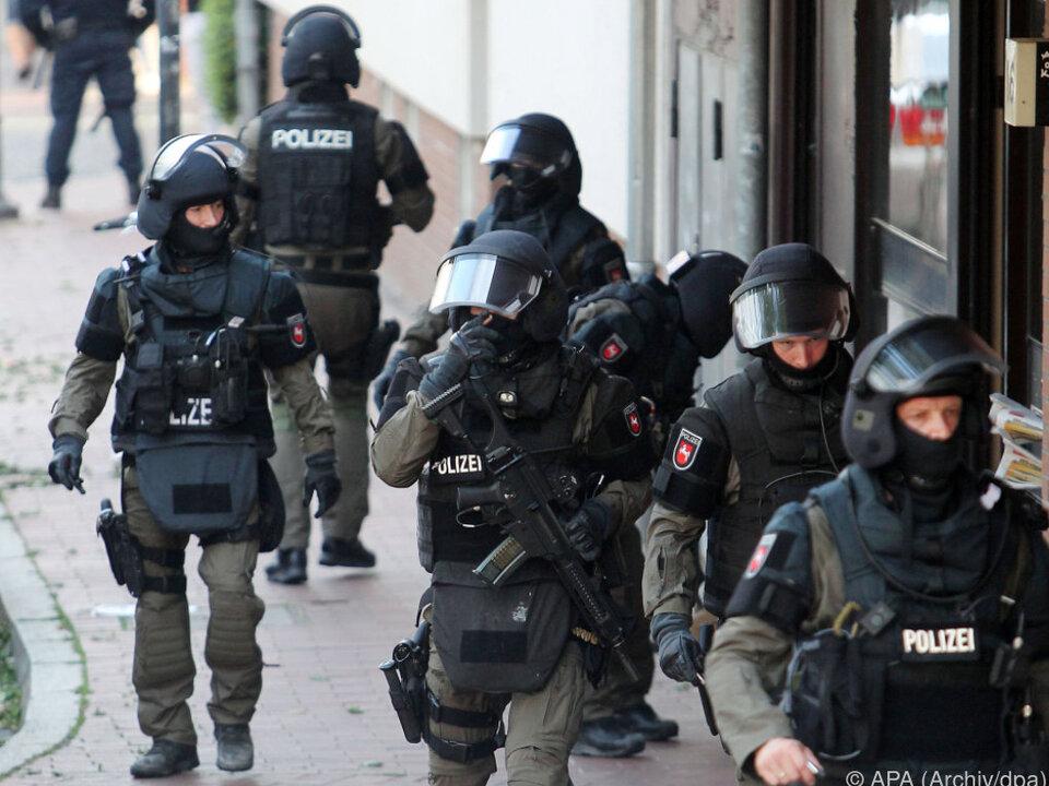 Deutsche Polizei im Großaufgebot im Einsatz