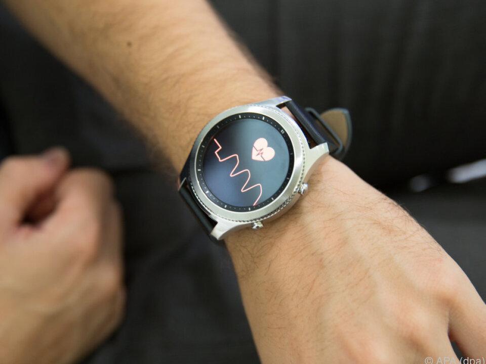 Samsung setzt beim Design auf das Aussehen klassischer Uhren