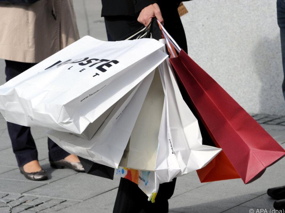 einkaufen schlussverkauf Exzessives Shopping kann ganz schön anstrengen