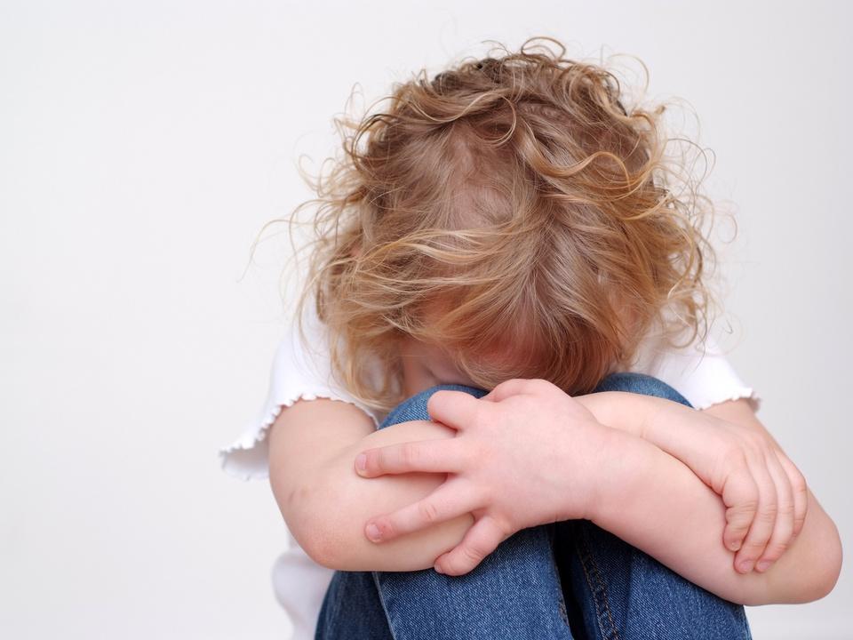 trauriges Mdchen Missbrauch Sex Vergwaltigung Pädophilie