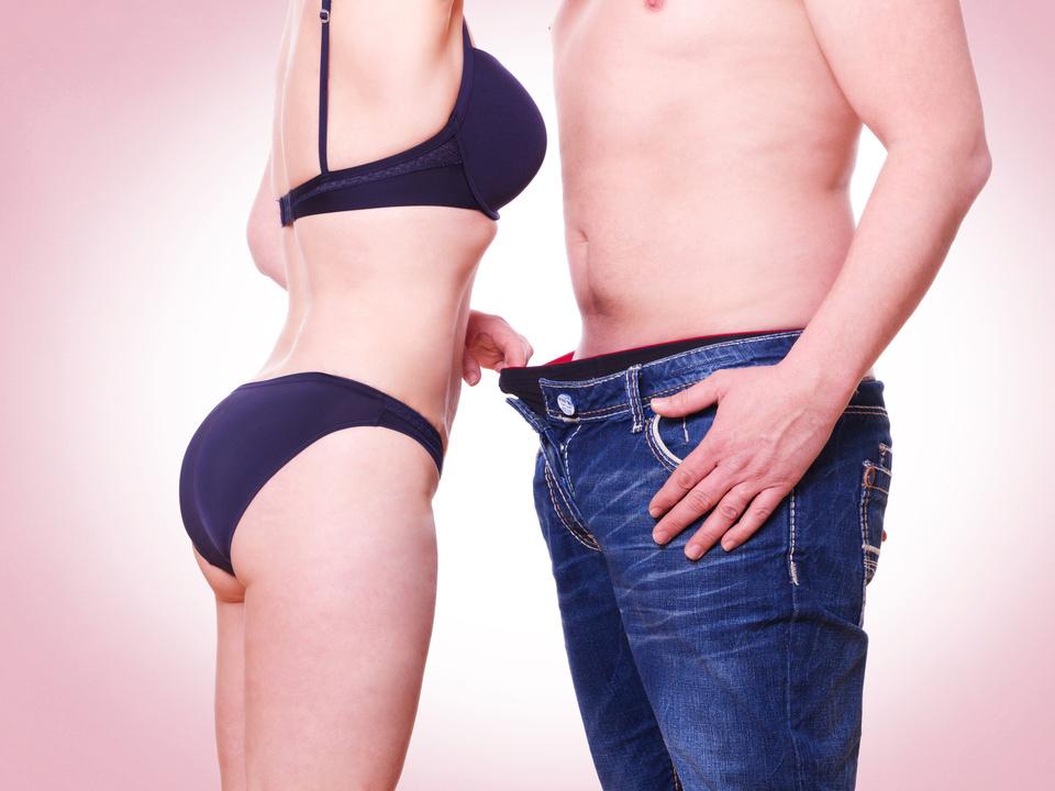 sex Frau guckt Mann in die Hose