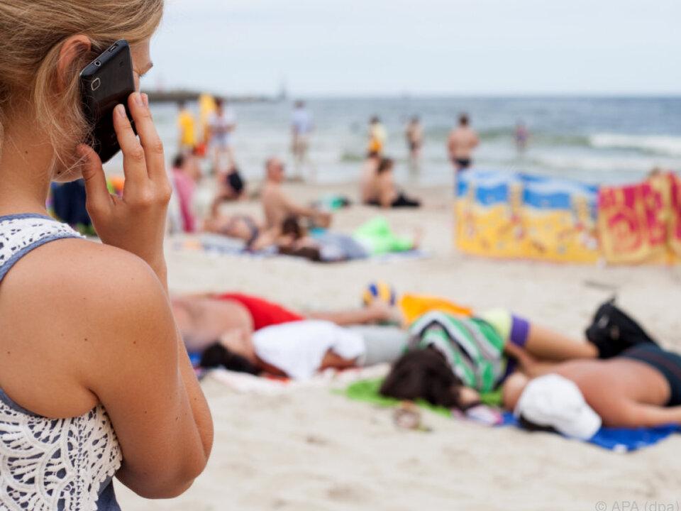 Handynutzer im EU-Ausland sollen ohne Zusatzgebühren telefonieren