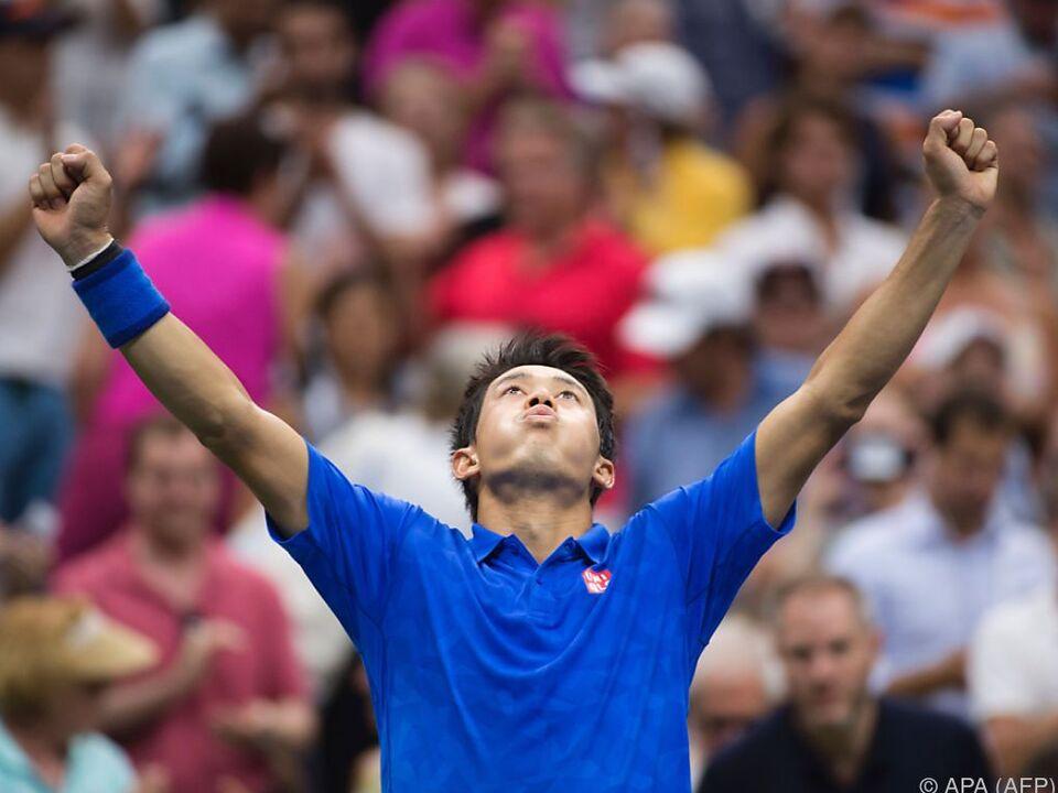 Kei Nishikori freut sich über seinen Sieg