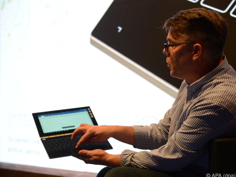 Das Halo Keyboard wird bei Bedarf eingeblendet
