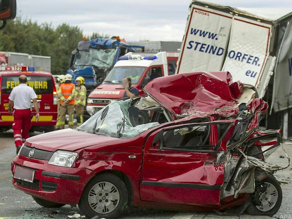 Mehrere Fahrzeuge waren in den Unfall verwickelt