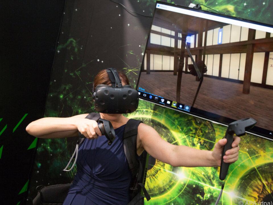 Mit dem Rucksack tauchen Spieler ohne Kabel in die virtuelle Welt ab