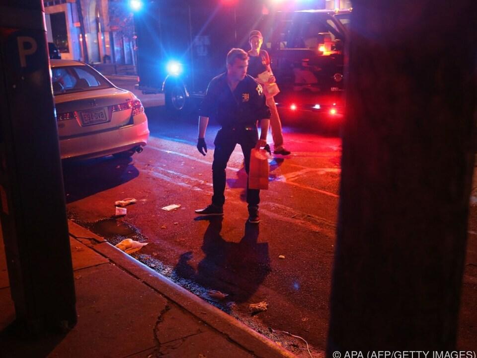 Polizei bei der Spurensuche am Tatort