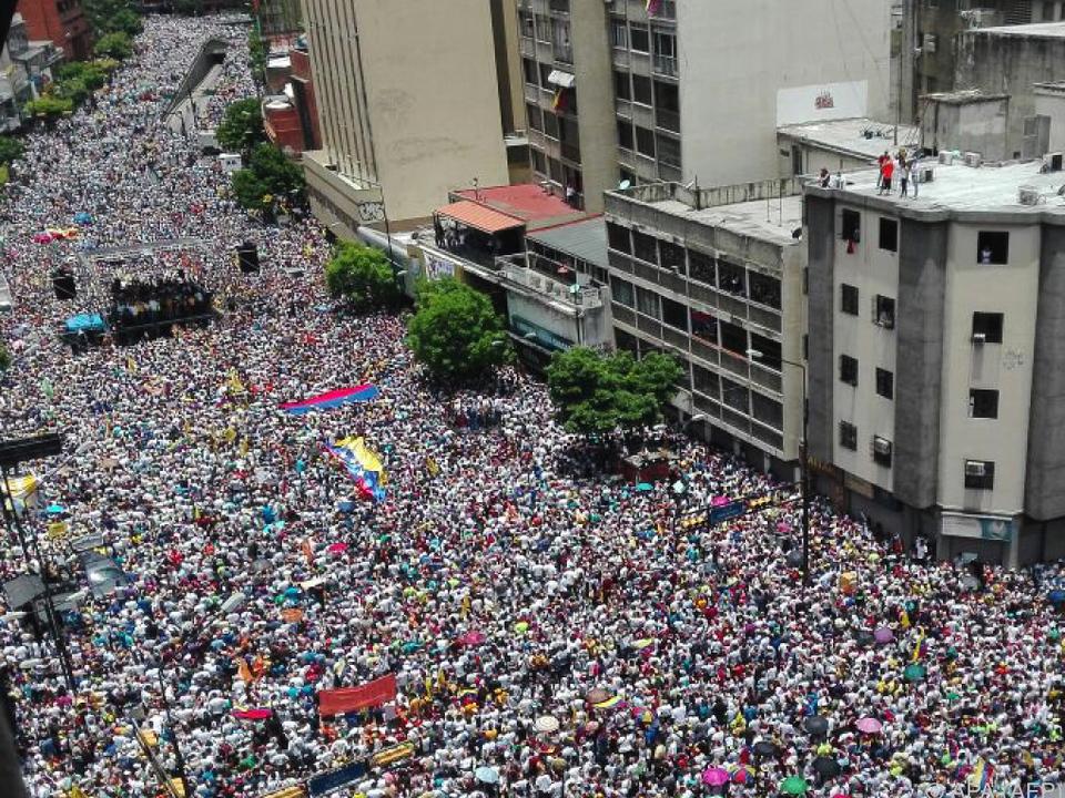 Rund eine Million demonstrierte gegen Maduro