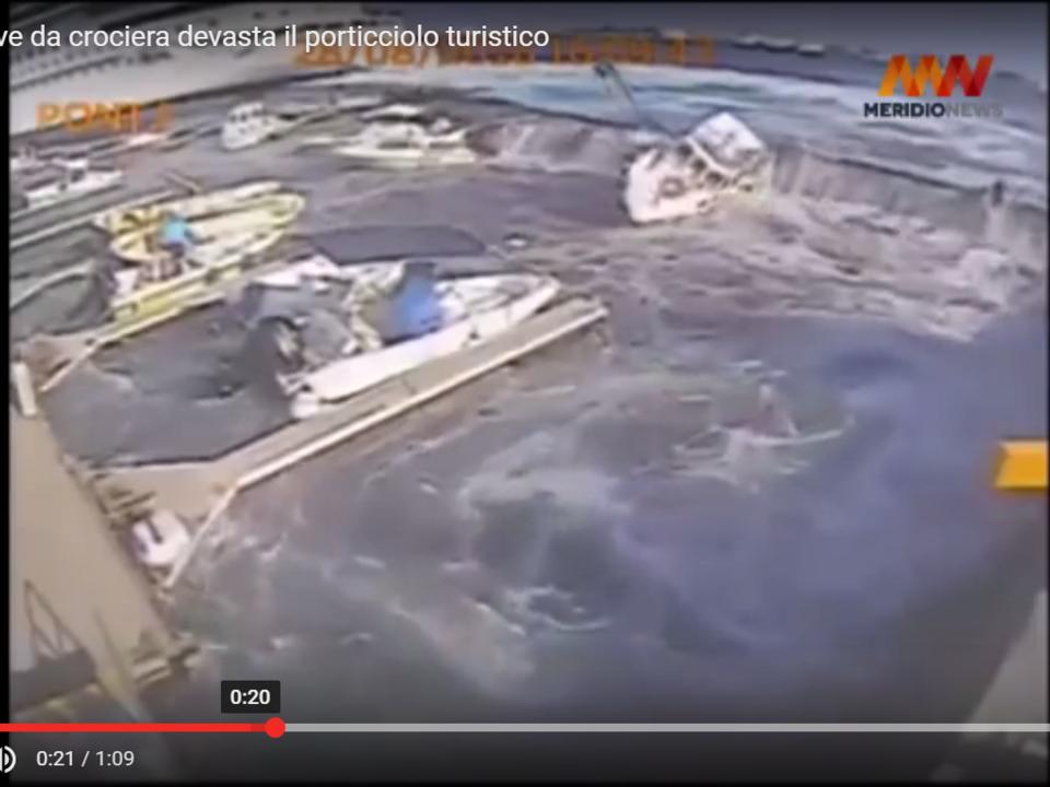 Youtube/MeridioNews Messina, nave da crociera devasta il porticciolo turistico